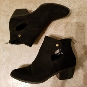 Justfab cutout detail booties black 6.5
